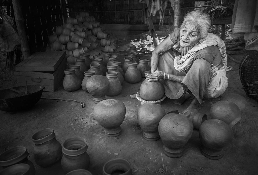 Majuli-Age-old-pot-making-by-hand-Shalmara-Village